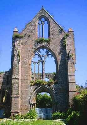 nef de l'église de l'abbaye de Beauport